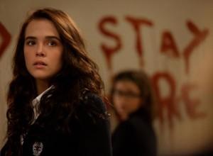 Rose (Zoey Deutch) lässt sich von Drohungen nicht einschüchtern. (Copyright: Universum Film)