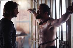 Clayton Danvers (Greyston Hold) geht auch in Menschengestalt nicht gerade zimperlich mit seinen Gegnern um. (Copyright: Studio Hamburg Enterprises)
