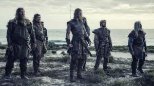 """Imposante Erscheinungen: Die """"Northmen"""", versammelt um ihren Anführer Asbjörn (Tom Hopper). (Copyright: Ascot Elite Home Entertainment)"""