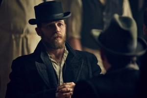 Frisch zur Cast gestoßen: Tom Hardy als Gangster-Boss Alfie Solomons in der zweiten Staffel von Peaky Blinders. (Copyright: Koch Media)