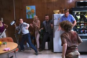 Lehrer vs. Schüler bzw. Zombie-Kids. In Cooties wird auch schon mal die Thermoskanne zweckentfremdet, um sich gegen die lästigen Plagegeister zu wehren. (Copyright: Universal Pictures)