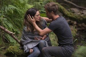 "Auf dem Survival-Trip: Amy (Phoebe Tonkin) und Keyle (Jeremy Sumpter) in ""Take Down - Die Todesinsel"" 