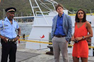 """Sonne, Strand und Mord: """"Death in Paradise"""" kehrt mit Staffel 5 ins Heimkino zurück. (Copyright: Edel:Motion)"""